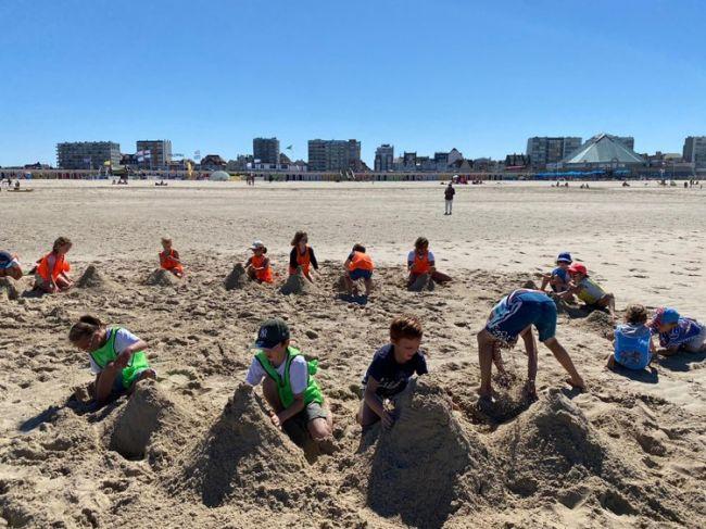 Concours de la plus haute dune de sable pendant un concours individuel